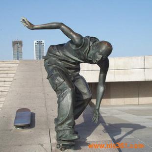 最新滑板青年仿青铜雕塑,玻璃钢雕塑景观小品,校园景观雕塑